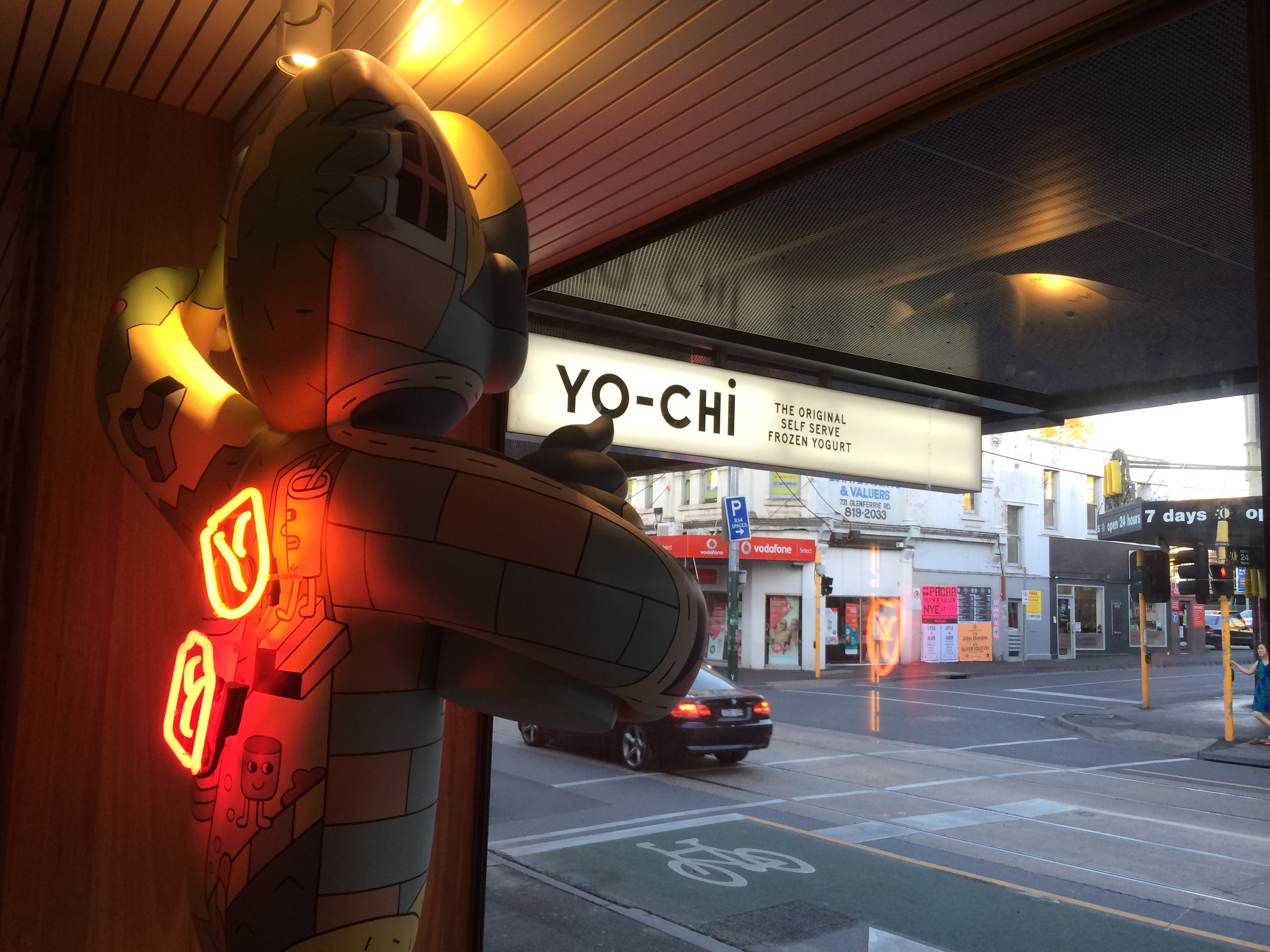 yo-chi-neon-bear-with-lightbox
